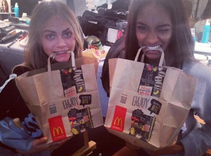 Cara Delevingne : entre les défilés de la Fashion Week, elle adore manger McDo !