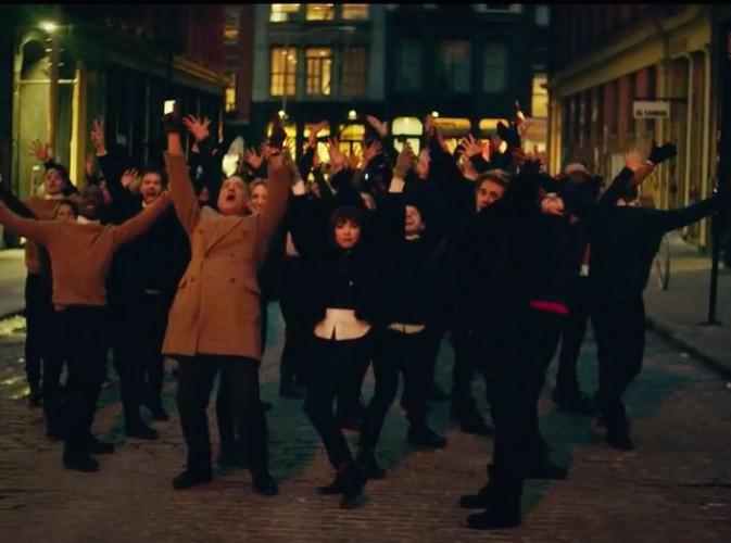 "Carly Rae Jepsen : découvrez le clip ""I Really Like You"" avec Tom Hanks et Justin Bieber !"