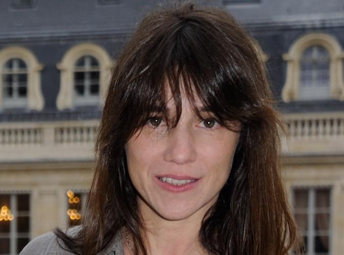 Charlotte Gainsbourg : le magazine Elle publie son dernier shooting avec sa sœur, Kate Barry, décédée quelques jours plus tard…