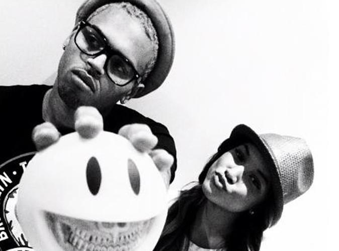 Chris Brown : il poste une photo de lui et sa chérie Karrueche sur Twitter... Comment va réagir Rihanna ?!