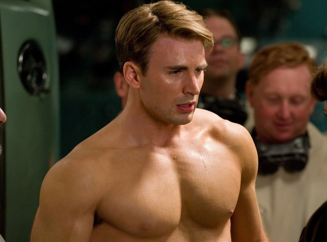 Chris Evans : Captain America se fait beaucoup tripoter !