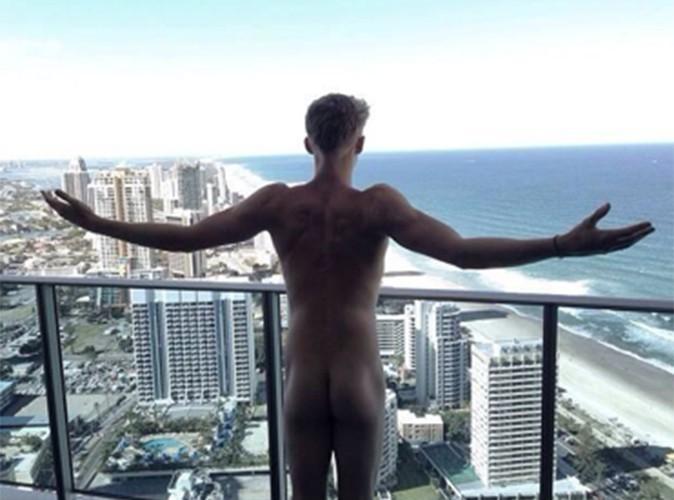 Cody Simpson : le chanteur australien s'affiche nu !