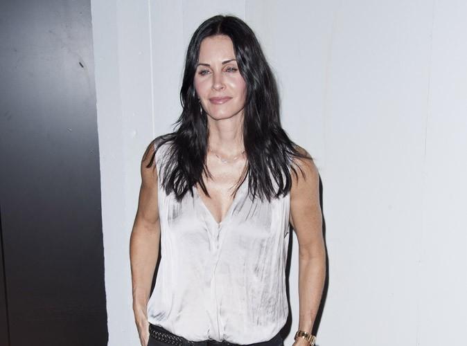 Courteney Cox : elle va montrer ses seins dans Cougar Town !
