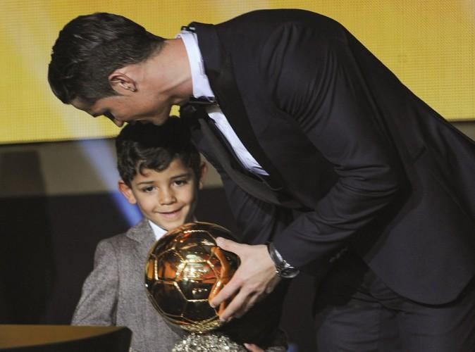 Vidéo : Cristiano Ronaldo réalise le rêve de son fils en lui présentant... Lionel Messi !