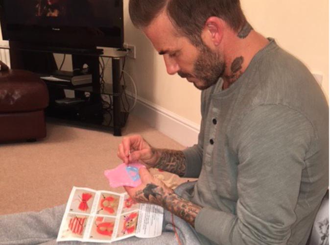 David Beckham : Papa poule fait de la couture!