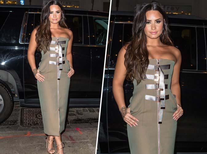 Demi Lovato : Bombesque en robe bustier kaki et sandales dorées