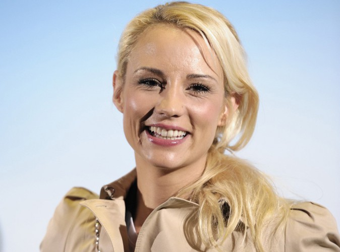 Elodie Gossuin : elle se met au service... de notre sourire !