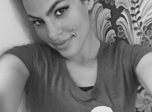 Eva Mendes : elle d�voile son tout premier selfie, et c'est pour la bonne cause !