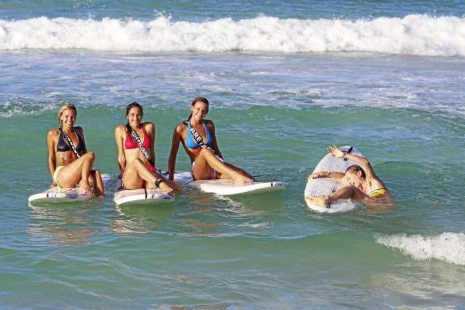 Une Miss, ça surfe avec élégance. Impossible pour moi de monter sur la planche. Gourde un jour, gourde toujours...