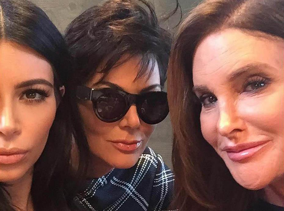 Fashion Police : Quand Kim, Caitlyn et Kris s'affichent avec la même robe blanche moulante...