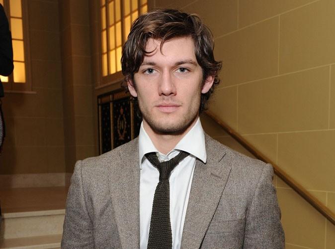 Fifty Shades of Grey : le beau Alex Pettyfer, en lice pour incarner Christian Grey à l'écran ?