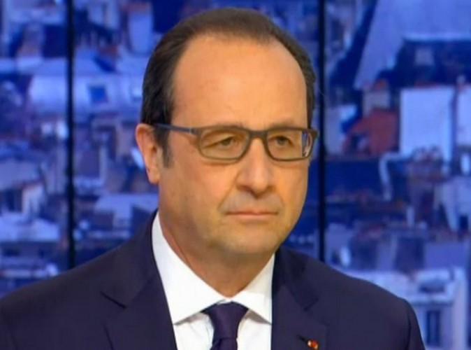 """François Hollande fait rire les internautes : """"Moi président, je choisis mes costumes"""" !"""