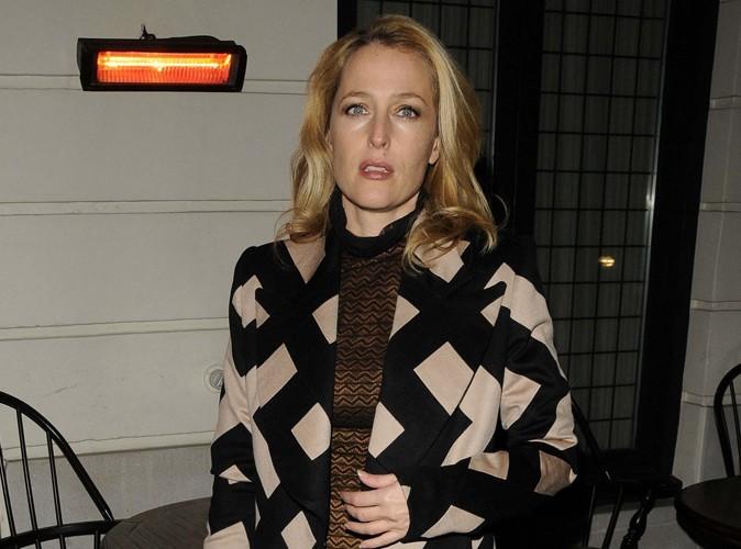 Gillian Anderson : elle ne sort pas avec David Duchovny mais elle aime qu'on le pense...