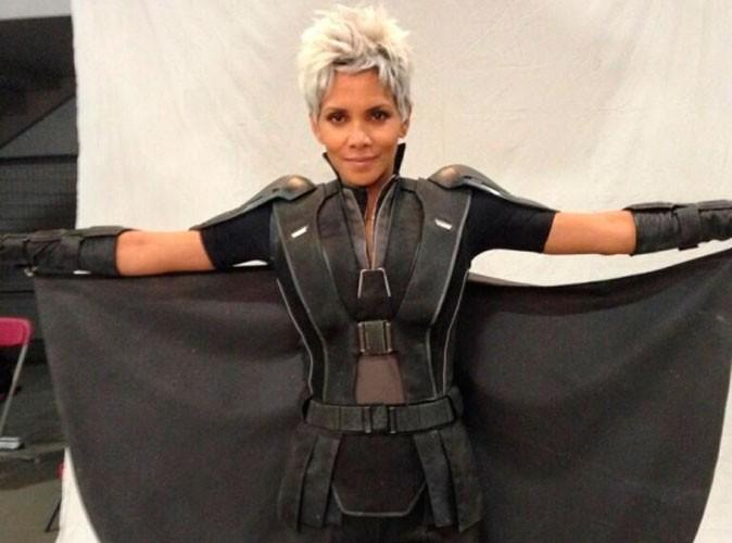 Halle Berry affiche fièrement son baby-bump sur le tournage d'X-Men !