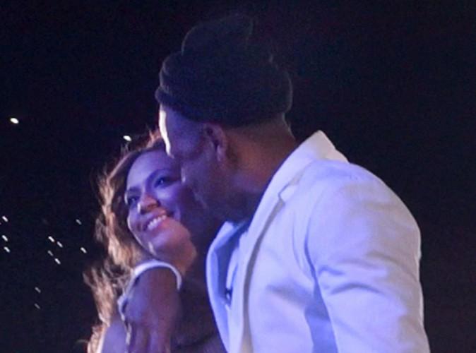 Jay-Z et Beyonce : amoureux et câlins pour leur concert à Philadelphie !