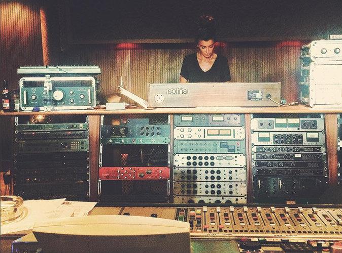 Jenifer : elle passe l'été en studio