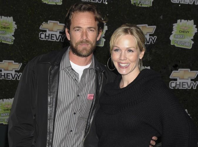 Jennie Garth et Luke Perry : ils travaillent ensemble sur une nouvelle sitcom !