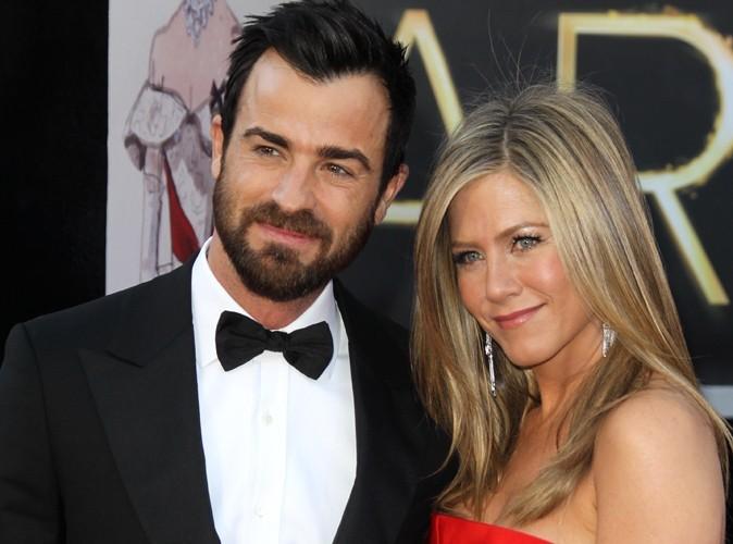 Jennifer Aniston et Justin Theroux : fous amoureux… ils reportent leur mariage !