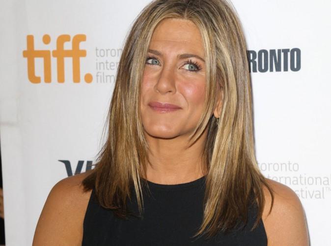 Jennifer Aniston : repérée sans sa bague de fiançailles, elle crée un vent de panique !