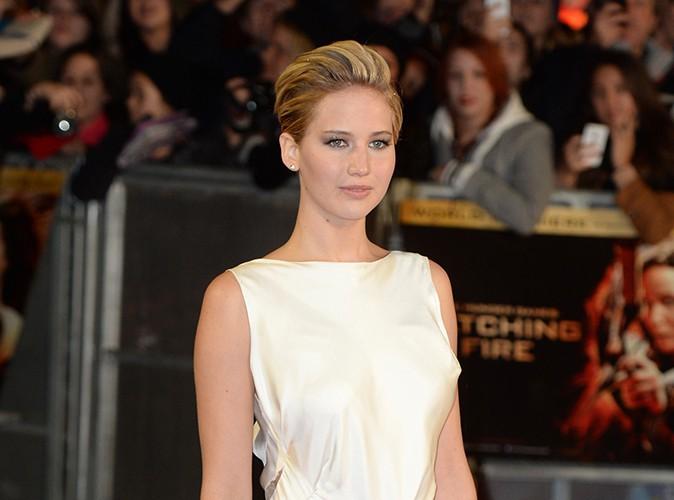 Jennifer Lawrence : bouleversée, l'actrice quitte le tapis rouge pour consoler une fan invalide !