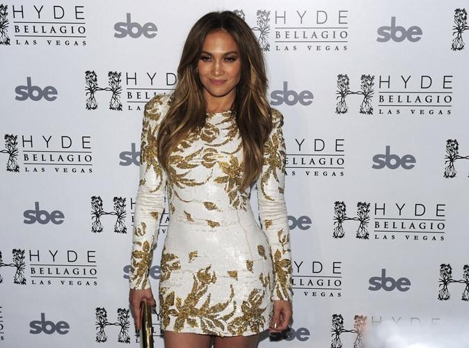 Jennifer Lopez : bientôt 43 ans et elle rivalise encore avec les filles les plus sexy de la planète...