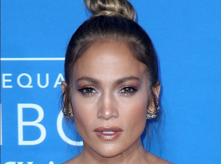 Jennifer Lopez : Robe transparente et soirée glamour pour son anniversaire !