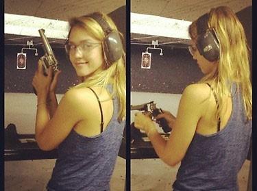 Jessica Alba : une vraie pro du tir !