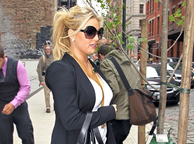 Jessica Simpson : elle dément vouloir se faire réduire la poitrine !
