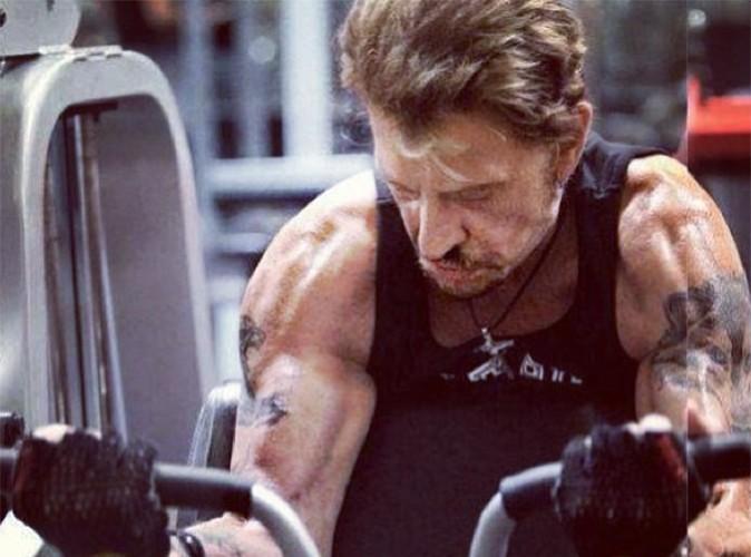 Johnny Hallyday : à 70 ans, il continue d'entretenir sa musculature !