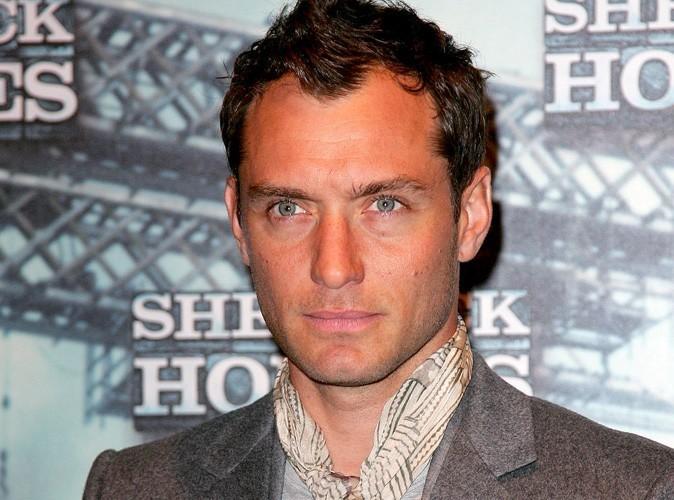 """Jude Law """"traverse une période difficile"""" depuis sa rupture avec Sienna Miller !"""