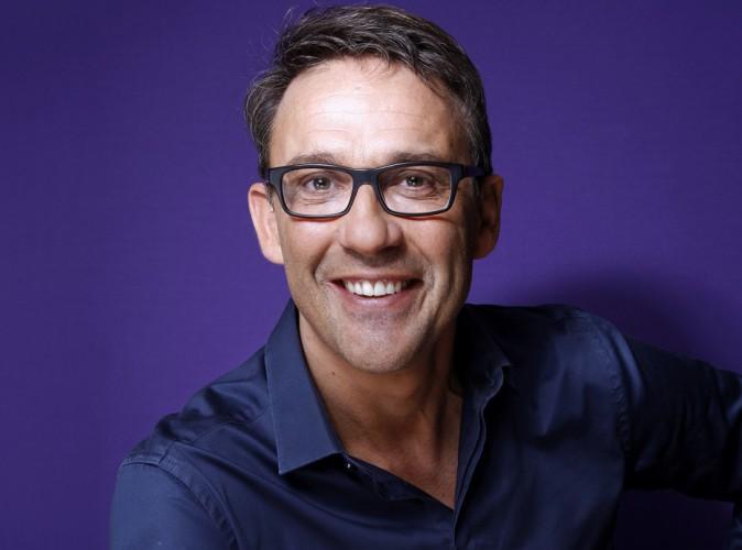 Julien Courbet : le spécialiste des arnaques violemment insulté pendant son émission radio !