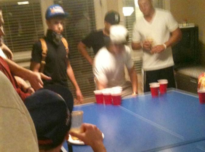 Justin Bieber : pas si sage que ça, il joue à des jeux à boire !