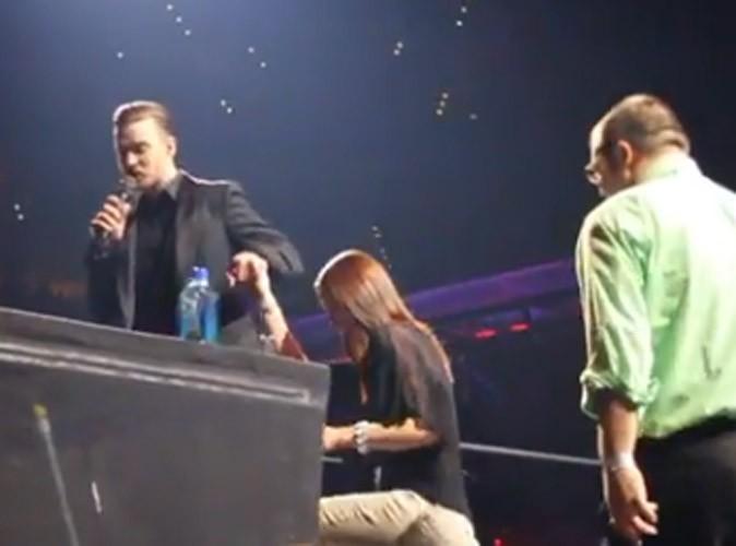 Justin Timberlake : il s'arrête en plein concert pour aider un fan à faire sa demande en mariage ! Regardez !