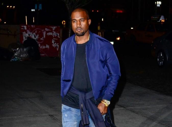 Kanye West : sa chérie Kim Kardashian loin de lui... Il ne se prive pas pour mater les fesses des filles !