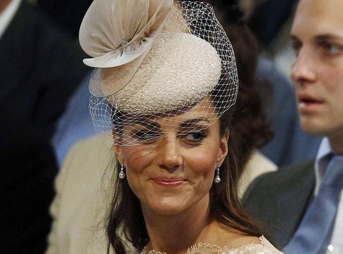 Kate Middleton : elle portait des boucles d'oreilles à 75$ pour le jubilé de la Reine…