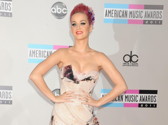 Katy Perry : pas enceinte mais trop portée sur les fast-foods !