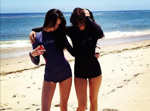Kendall et Kylie Jenner : journée à la plage pour les petites dernières du clan Kardashian-Jenner !
