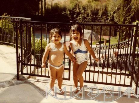 Kim Kardashian : habituée au bikini depuis son plus jeune âge !