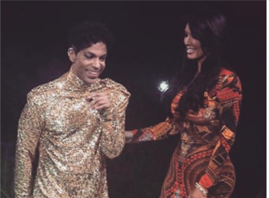 Kim Kardashian : Humiliée par Prince en 2011, son hommage fait rire le web!