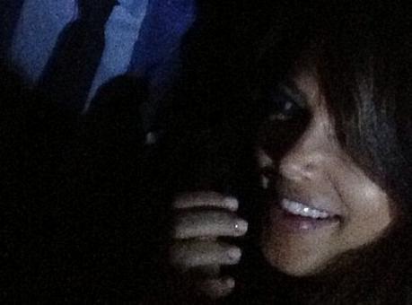 """Kim Kardashian : sa présence à la """"birthday party"""" de sa demi-soeur Kylie ne passe pas incognito !"""