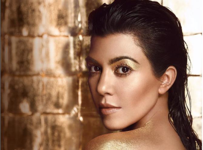 Kourtney Kardashian : Topless pour une nouvelle campagne de pub!