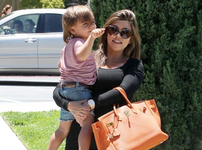 Kourtney Kardashian : trop effrayée par l'accouchement à domicile !