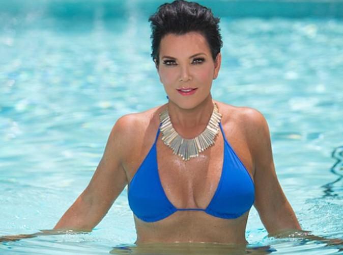 Kris Jenner : la mère de Kim Kardashian exhibe sa poitrine en bikini !