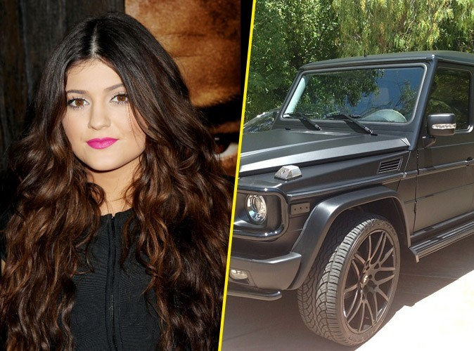 Kylie Jenner s'offre une Mercedes Benz G Wagon à 125 000 dollars... alors qu'elle n'a pas l'âge légal pour conduire seule !