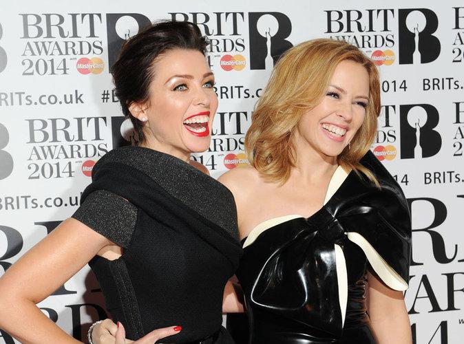 Kylie Minogue célibataire et désespérée : Sa soeur Dannii l'inscrit sur un site de rencontre