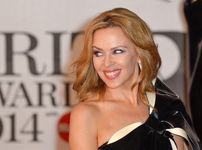 "Kylie Minogue : ""J'envisage d'adopter"""