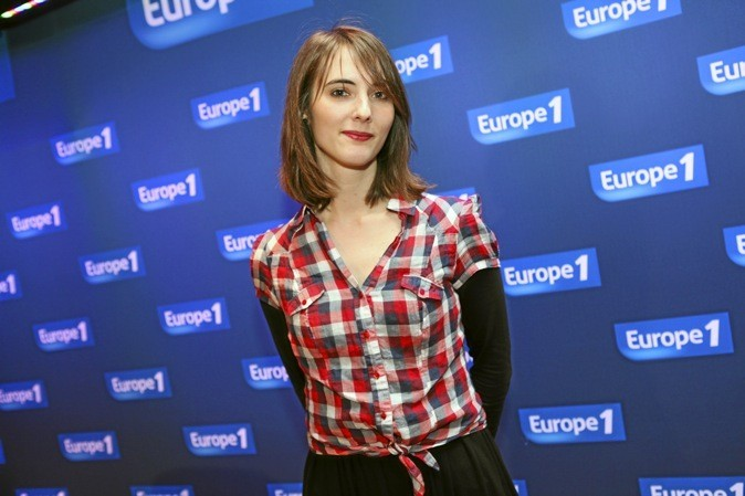 Découvrez le talent de Mat Hilde, Talent 2012 Europe 1, parrainée par Olivia Ruiz. Cour de la mairie du 11e,