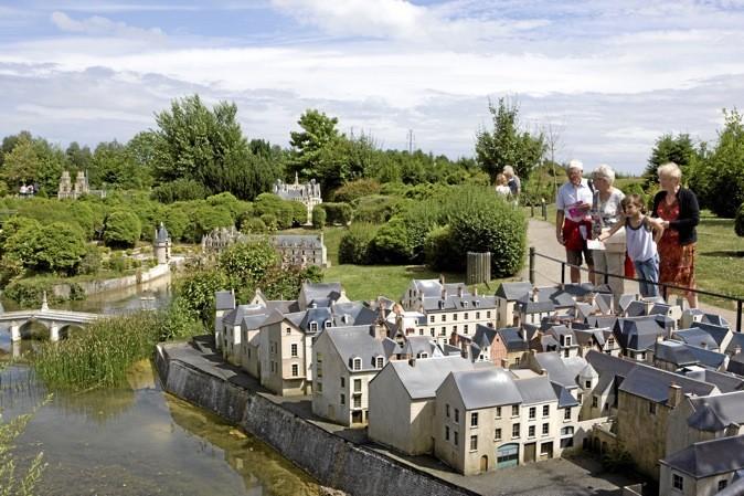 À dix minutes de Versailles, visitez la France en un jour au plus grand parc de miniatures d'Europe