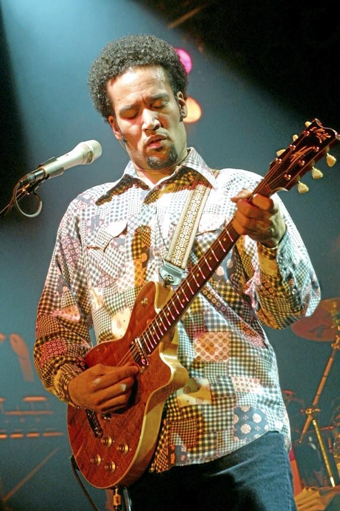 Ben Harper chante au festival Les voix du Gaou, et en plus, le concert a lieu sur la plage