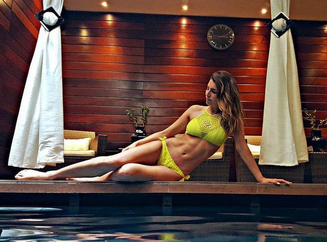 Laury Thilleman, en mode sexy: elle joue les sirènes et réchauffe la température !